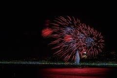 Fuegos artificiales el día celebraciones el 14 de julio en Niza Imagen de archivo libre de regalías