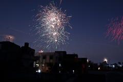 Fuegos artificiales el la noche la India del festival fotografía de archivo
