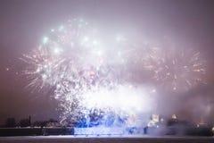 Fuegos artificiales en el Año Nuevo Foto de archivo libre de regalías