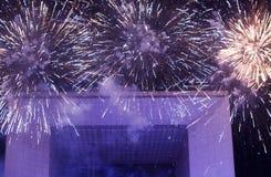 Fuegos artificiales en el arco magnífico Imágenes de archivo libres de regalías
