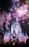 Fuegos artificiales en el castillo de Disney Cinderella Fotografía de archivo libre de regalías