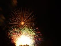 Fuegos artificiales en el cielo foto de archivo