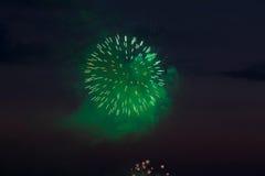 Fuegos artificiales en el cielo de la tarde Foto de archivo