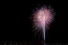 Fuegos artificiales en el cuarto de la celebración de julio Fotografía de archivo