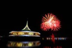 Fuegos artificiales en el lago Imágenes de archivo libres de regalías
