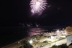 Fuegos artificiales en el mar foto de archivo libre de regalías