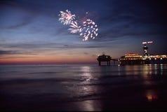 Fuegos artificiales en el mar Fotografía de archivo libre de regalías