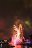 Fuegos artificiales en el ojo de Londres Imagenes de archivo