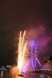 Fuegos artificiales en el ojo de Londres Imagen de archivo