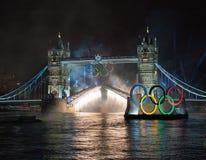 Fuegos artificiales en el puente de la torre: Londres 2012 Olimpiadas Imágenes de archivo libres de regalías
