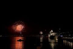Fuegos artificiales en el puerto Suecia de Estocolmo Imagen de archivo libre de regalías