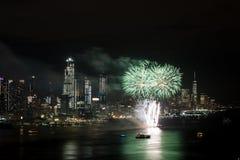 Fuegos artificiales en Hudson River, New York City Imágenes de archivo libres de regalías