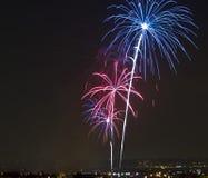 Fuegos artificiales en julio Imágenes de archivo libres de regalías