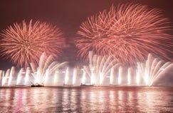 Fuegos artificiales en la celebración 2017 de Hong Kong New Year en Victoria Harbor Imagen de archivo