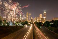 Fuegos artificiales en la ciudad Foto de archivo