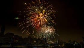 Fuegos artificiales en la ciudad de Gante en Nochevieja imagen de archivo libre de regalías
