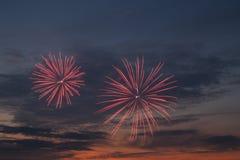 Fuegos artificiales en la puesta del sol Foto de archivo