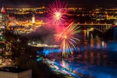 Fuegos artificiales en Niagara Falls fotos de archivo libres de regalías