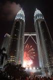 Fuegos artificiales en Petronas Fotos de archivo libres de regalías