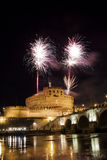 Fuegos artificiales en Roma sobre Castel Sant ' Ángel Imagen de archivo