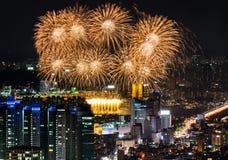 Fuegos artificiales en Seul, horizonte de la ciudad de la Corea del Sur Fotos de archivo libres de regalías