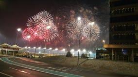 Fuegos artificiales en Yas Marina Circuit Red y blanco coloreados Imagen de archivo