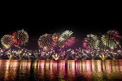 Fuegos artificiales espectaculares Imagenes de archivo
