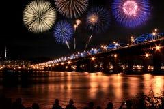 Fuegos artificiales espectaculares Fotos de archivo libres de regalías