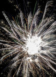 Fuegos artificiales festivos Fotos de archivo