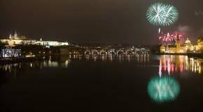 Fuegos artificiales festivos del Año Nuevo 2009 Fotos de archivo