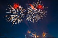 Fuegos artificiales festivos del Año Nuevo Imagen de archivo