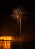 Fuegos artificiales en ciudad de los arles Imagenes de archivo