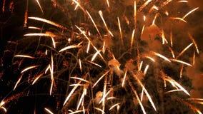 Fuegos artificiales hermosos en el cielo nocturno Fotografía de archivo