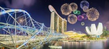 Fuegos artificiales hermosos en Marina Bay, Singapur Fotografía de archivo libre de regalías