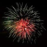 Fuegos artificiales hermosos rojos blancos de la celebración Fotografía de archivo