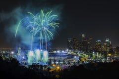 Fuegos artificiales hermosos sobre el Dodger Stadium famoso Imagen de archivo