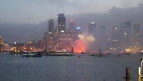 Fuegos artificiales hermosos a través de Sydney Harbour del punto Sydney de Milsons el día de Australia imagen de archivo