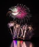 Fuegos artificiales internacionales festival, puente del arco iris, zona de recreo de Magong Guanyinting, exposición larga, Año N Fotografía de archivo