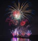 Fuegos artificiales internacionales festival, puente del arco iris, zona de recreo de Magong Guanyinting, exposición larga, Año N Fotografía de archivo libre de regalías