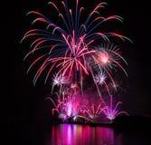 Fuegos artificiales internacionales festival, puente del arco iris, zona de recreo de Magong Guanyinting, exposición larga, Año N Fotos de archivo