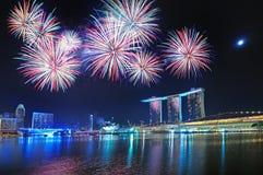 Fuegos artificiales - Juegos Olímpicos de la juventud de Singapur Imágenes de archivo libres de regalías