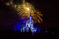 Fuegos artificiales mágicos 20 del reino Foto de archivo