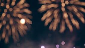 Fuegos artificiales múltiples Celebración del Año Nuevo, 4ta de julio almacen de video