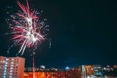 Fuegos artificiales multicolores fantásticos fotografía de archivo libre de regalías