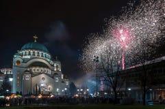 Fuegos artificiales ortodoxos del ` s del Año Nuevo Fotos de archivo libres de regalías