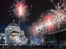 Fuegos artificiales ortodoxos del ` s del Año Nuevo Imágenes de archivo libres de regalías