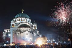 Fuegos artificiales ortodoxos del ` s del Año Nuevo en Belgrado Foto de archivo libre de regalías