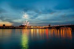 Fuegos artificiales por un día de fiesta Imágenes de archivo libres de regalías