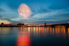 Fuegos artificiales por un día de fiesta Imagen de archivo libre de regalías
