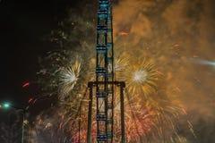 Fuegos artificiales que celebran Año Nuevo chino en Singapur Imágenes de archivo libres de regalías